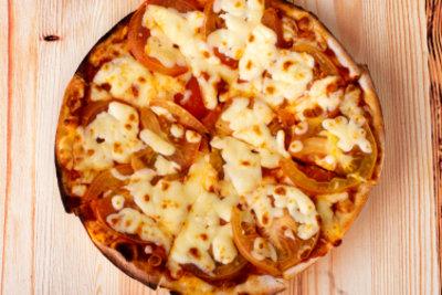 So machen Sie eine Pizza ohne Ofen.