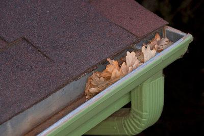 Auch Dachpappe kann gestrichen werden.