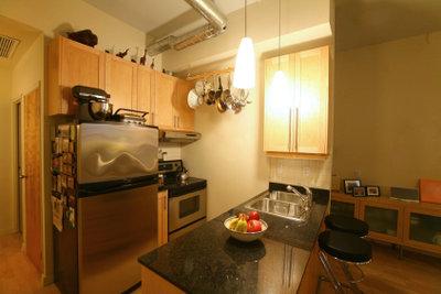 Lackieren Sie Ihre Küchenfronten andersfarbig.