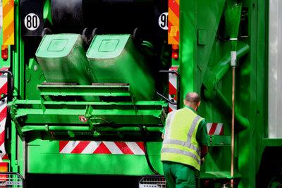 Der Müllmann sorgt für Sauberkeit.