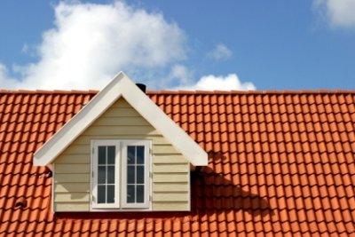 Dachziegel können engobiert oder glasiert sein.