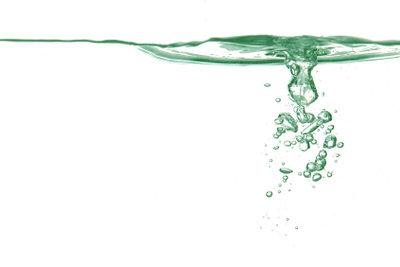 Regenwasser kann man auffangen und nutzen.