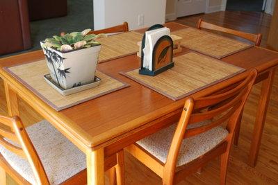 Mit Serviettentechnik die Möbel verschönern.