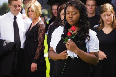 Auf Beerdigungen gibt es einen Dresscode.