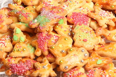 Bunte Kekse machen Kindern Spaß.