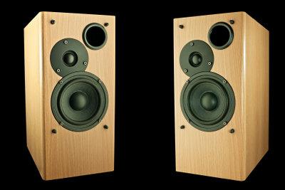 Lautsprecher steuern den Weg des Schalls.
