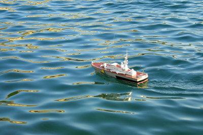 Bauen Sie sich ein eigenes Modellmotorboot.