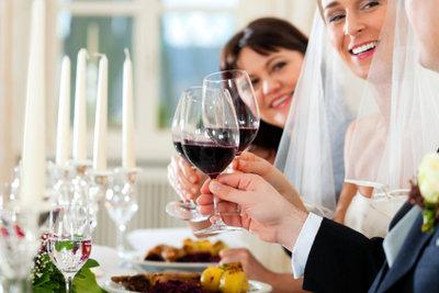 Hochzeit: Kleiderordnung von sommerlich-elegant bis festlich.