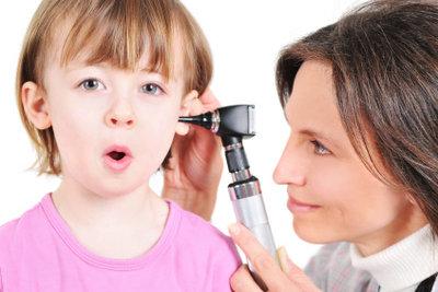 Ohrenschmerzen müssen vom Arzt abgeklärt werden.