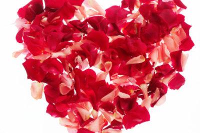 Ein Herz aus roten Rosen.