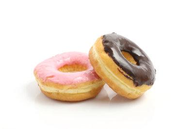 Backen Sie gefüllte Donuts.