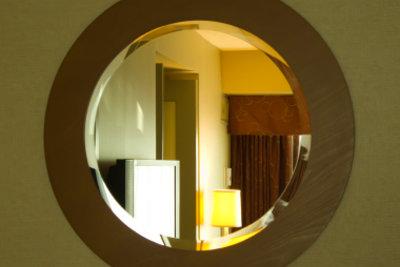 Alte Spiegel kann man wieder aufpeppen.