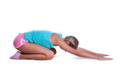 Bei Gesäßknochen-Schmerzen hilft eine gute Krankengymnastik.