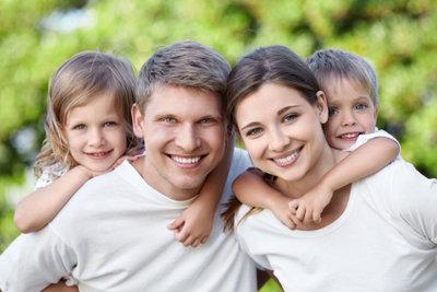 Familien gehen ins soziale Netzwerk.