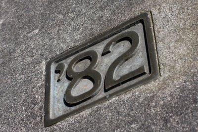 Gießen Ihre Hausnummer aus Beton.