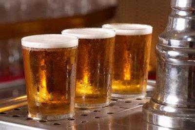 Abgelaufenes Bier schmeckt meist nicht mehr, ist aber selten verdorben.