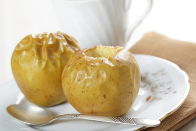 Bratapfel als kalorienarmes Süßes zum Selbstmachen