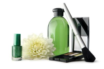 Grüner Nagellack ist trendig.