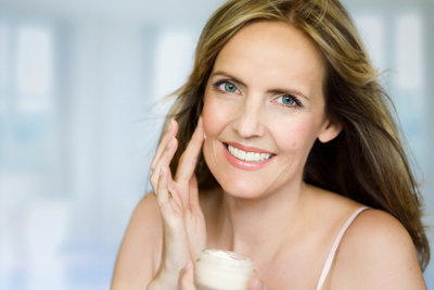 Reifere Haut benötigt mehr Pflege.