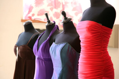 Ein schickes Kleid gehört zum Abschlussball.