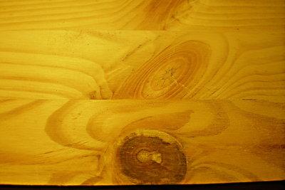 Leimholzplatte mit rustikaler Musterung