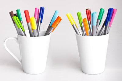 Bedrucken Sie einfache Tassen selbst.