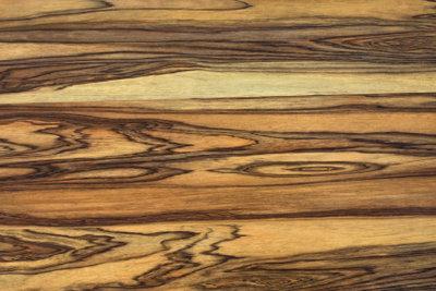 Holzfußboden im Bad ist auch möglich.