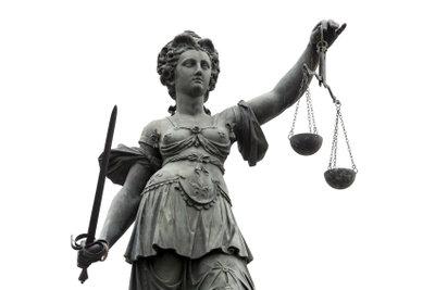 Strafanzeige erfordert Tatverdacht.