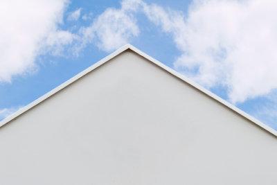 Stumpfer Winkel beim Dach des Hauses