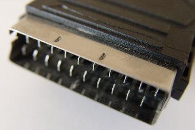 Ein Scartkabel verbindet zwei Geräte problemlos.