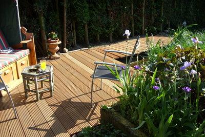 Eine Terrasse zu bauen, ist kinderleicht.