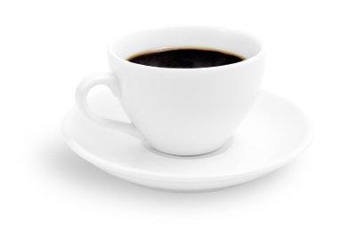 Eine Tasse Kaffee weckt die Lebensgeister.