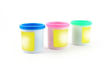 Um Gerichte einzufrieren, benötigen Sie Plastikbehälter.
