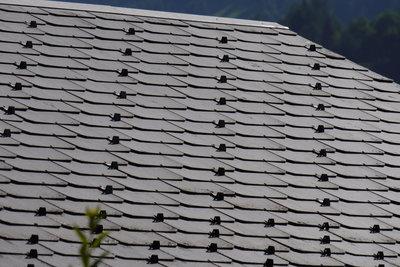 Vorsicht - altes Eternit enthält Asbest.