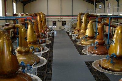 So sieht eine professionelle Schnaps-Brennerei aus.