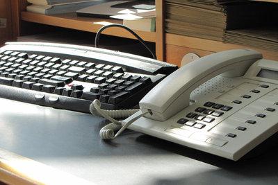Anhand der Telefonnummer den Inhaber identifizieren