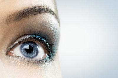 Gepflegte Augenbrauen wirken hübsch.