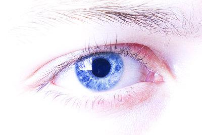 Augenbrauen in eine schöne Form bringen