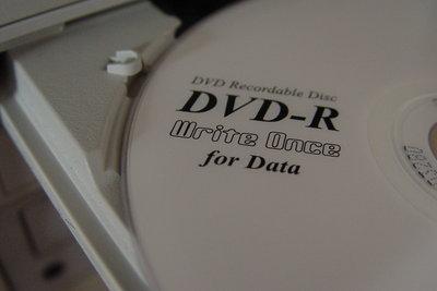Ein DVD-Laufwerk manuell öffnen
