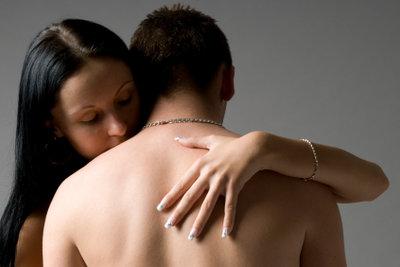 Kuscheln schafft Nähe und Vertrauen.