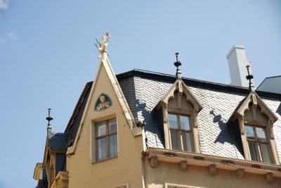 Edelstahlkamine passen auch auf alte Dächer.