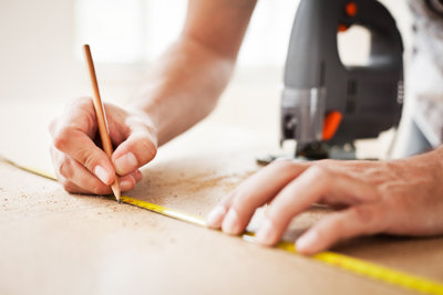 So gelingen Ihre Holzbastelarbeiten.