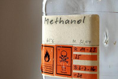 Methanol muss das Giftzeichen tragen.
