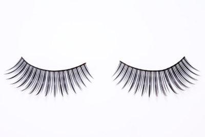 Künstliche Wimpern machen schöne Augen.