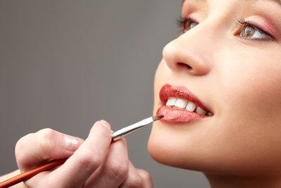 Kosmetiker üben einen vielseitigen Beruf aus.