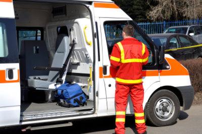 Der Krankenwagen rettet Leben.