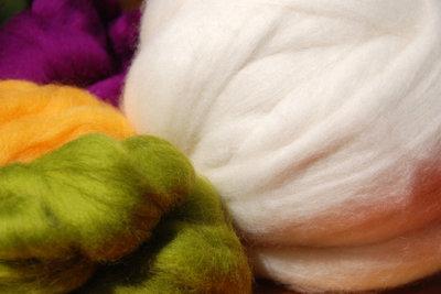 Zum Nunofilzen brauchen Sie Kammzugwolle.
