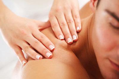 Eine Massage kann Ihren Freund verwöhnen.