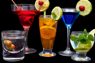 Mit Rum können Sie Cocktails mischen.