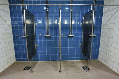 Eine begehbare Dusche hat viele Vorteile.